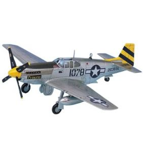academy_ww2-p51c-mustang-fighter_01.jpg