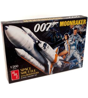 amt_james-bond-moonraker-shuttle-with-boosters_01.jpg