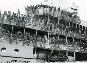 BOB-LO BOAT WITH US FLAGS BLAN