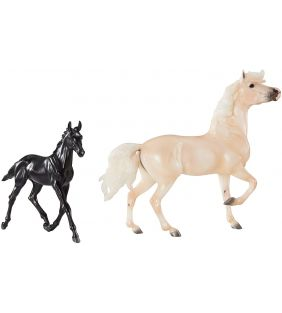 breyer_2021-clouds-encoure-tor-mustang-set_01.jpg