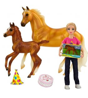 breyer_classics-freedom-series-birthday-barn_01.jpg