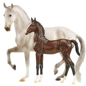 breyer_traditional-favory-airiella-gift-set_01.jpg