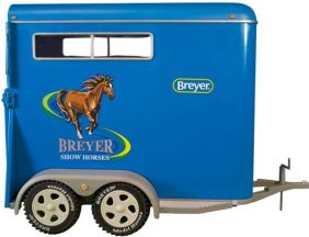 TRADITIONAL TWO-HORSE TRAILER