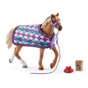 schleich_english-thoroughbred-with-blanket-horse-club_01.jpg